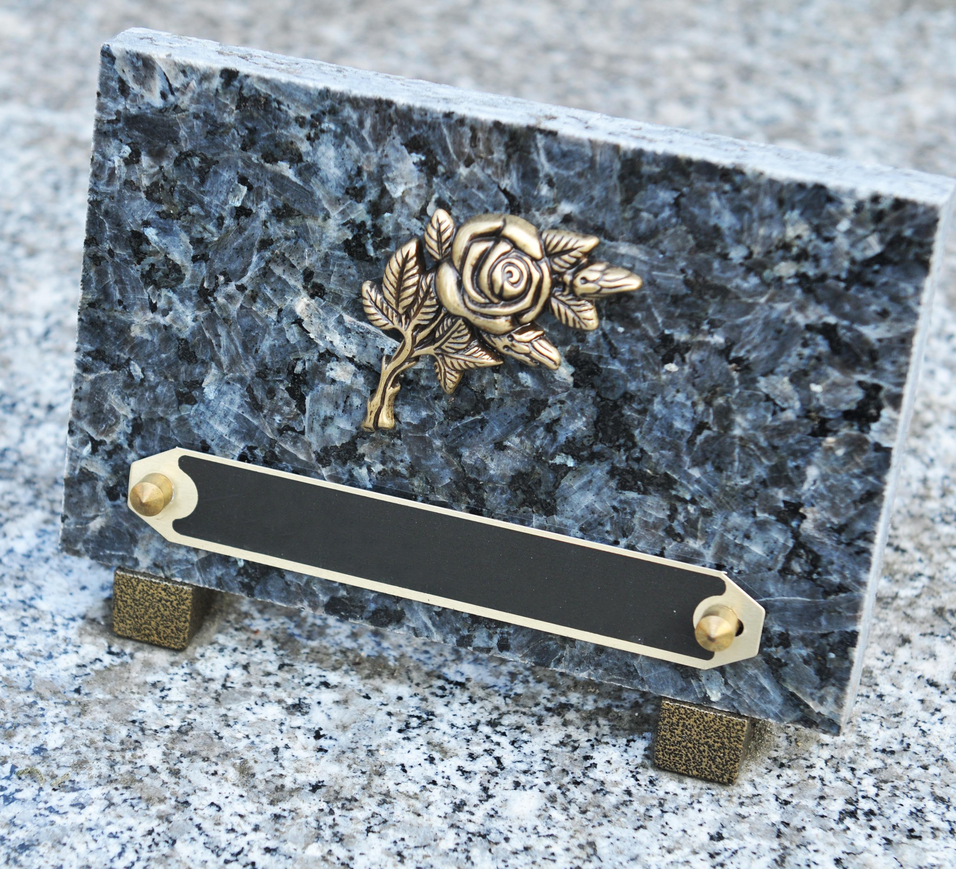 Les plaques funéraires